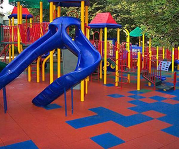 امنیت کودک در زمین بازی