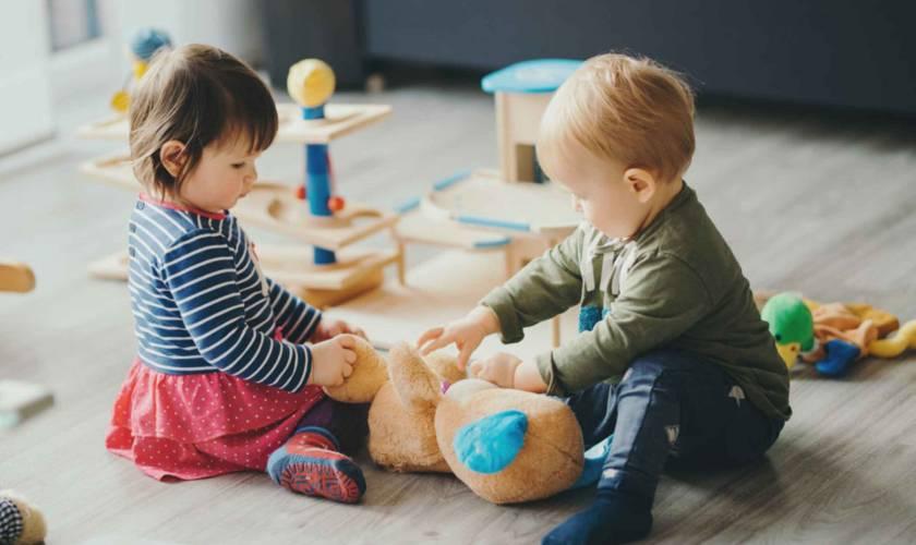 8 فعالیت سرگرم کننده برای کودک 2 سالِ شما!
